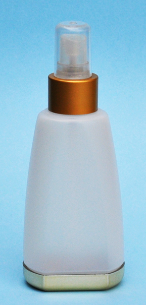 SET-PYD-SNEP-27308-NATURAL/GOLD PLASTIC BOTTLE, 150 ML OTHER TAPERED OBLONG WITH A 24/410 FINISH, FLAT FRONT AND BACK, GOLD METALLIZED REMOVABLE BASE PLUS 24/410 METALLIC GOLD SPRAYER
